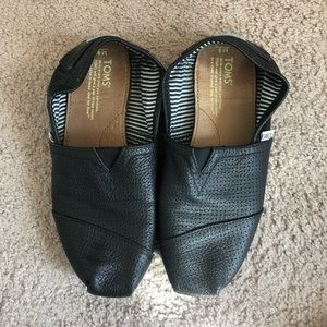 Toms black leather shoes